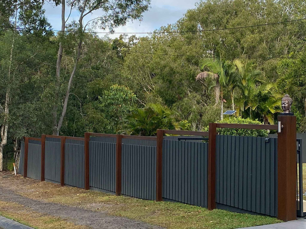 Landscaping Products - image Hardwood-Palings-with-Chunky-Ironbark-Posts_Tradeware-Building-Supplies-2 on http://tradewarebuildingsupplies.com